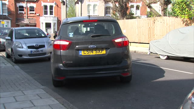 exterior shots car reverse parking parallel parking down residential street female driver woman reverse parking on april 20 2015 in london england - rückwärts fahren stock-videos und b-roll-filmmaterial