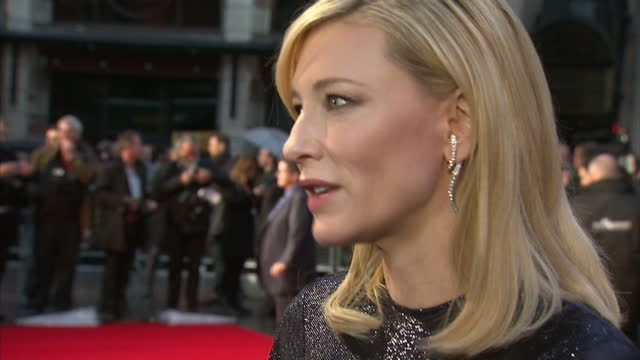 exterior shots cate blanchett, actress on red carpet talking to media at london premiere of 'carol'. . on october 14, 2015 in london, england. - ケイト・ブランシェット点の映像素材/bロール
