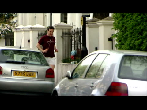exterior shots chancellor george osborne in t-shirt, shorts & trainers jogging along street & up to the front door of his home george osborne jogging... - sporting footwear stock videos & royalty-free footage