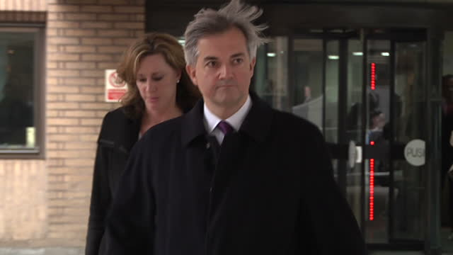 exterior shots chris huhne mp leaves southwark crown court walking past press crowd and christian end of the world forecaster w/ placard disgraced mp... - サウスワーク刑事法院点の映像素材/bロール