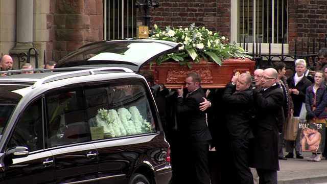 exterior shots comedian frank carson's coffin carried from hearse into st patrick's church comedian frank carson's coffin carried into church at st... - carro funebre video stock e b–roll
