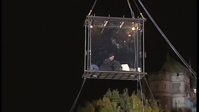 exterior shots david blaine being lifted up into air in box hanging above crowd at the start of stunt on july 14 2014 in london england - 手品師点の映像素材/bロール