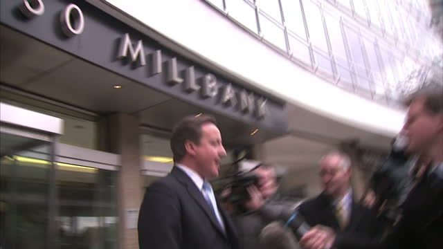 exterior shots david cameron leaves tory hq 30 millbank conservative headquarters surrounded by press scrum he gets into car and is driven off on may... - スクラム点の映像素材/bロール