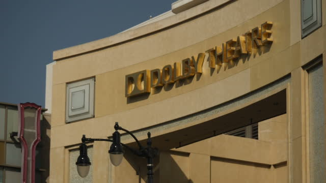 vídeos de stock e filmes b-roll de exterior shots dolby theatre front facade and signage, side view and front view in hollywood district of los angeles, united states of america on... - the dolby theatre