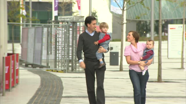 exterior shots ed miliband labour leader walks with his wife justine two children towards the labour party conference centre entrance ed miliband... - ed miliband stock-videos und b-roll-filmmaterial