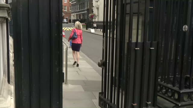 exterior shots elizabeth truss, environment secretary arrives at downing st walking along whitehall & entering through main entrance. on july 15,... - 内閣改造点の映像素材/bロール