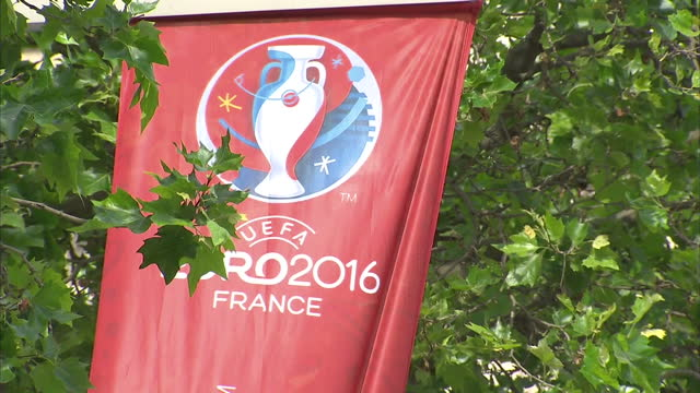 vídeos de stock, filmes e b-roll de exterior shots euro 2016 banners lining streets hanging from lamp posts on june 08 2016 in paris france - euro 2016