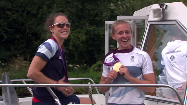 vídeos de stock e filmes b-roll de exterior shots gold medal winning lightweight double sculls duo katherine copeland & sophie hosking pose with theier medals whilst chatting about... - lightweight