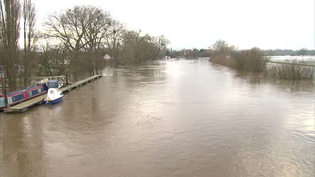 exterior shots heavily swollen river severn with pan across to flooded fields plains exterior shot heavily swollen river seven in the town of upton... - river severn stock videos & royalty-free footage