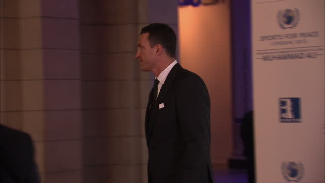 exterior shots heavy weight boxer wladimir klitschko on the red carpet at the victora & albert museum olympic gala red carpet event sky news 2012... - pesi massimi video stock e b–roll