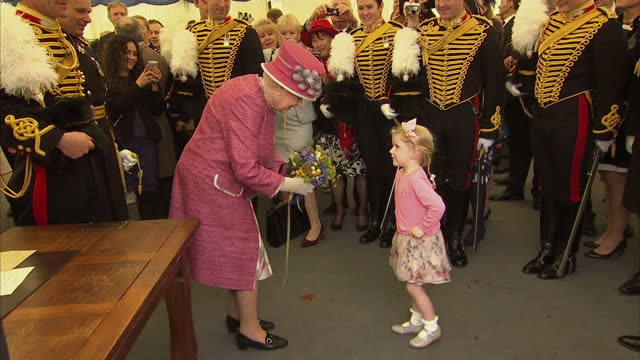 exterior shots her majesty the queen marks 70 years of the king's troop royal horse artillery the queen accepts a bouquet of flowers from a little... - royal horse artillery stock videos and b-roll footage