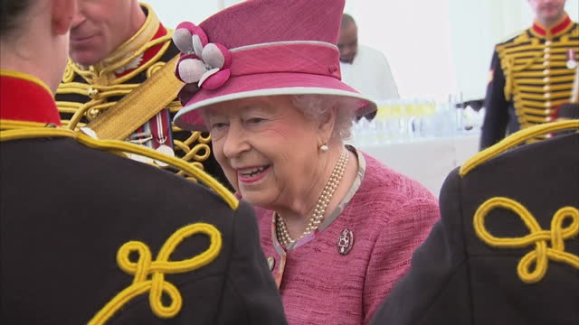 exterior shots her majesty the queen marks 70 years of the king's troop royal horse artillery the queen greets various senior officers past and... - royal horse artillery stock videos and b-roll footage