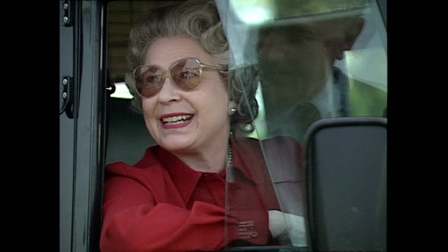 exterior shots hm queen elizabeth ii at royal windsor horse show queen elizabeth driving land rover car on may 16 1992 in windsor england - elizabeth ii stock videos & royalty-free footage