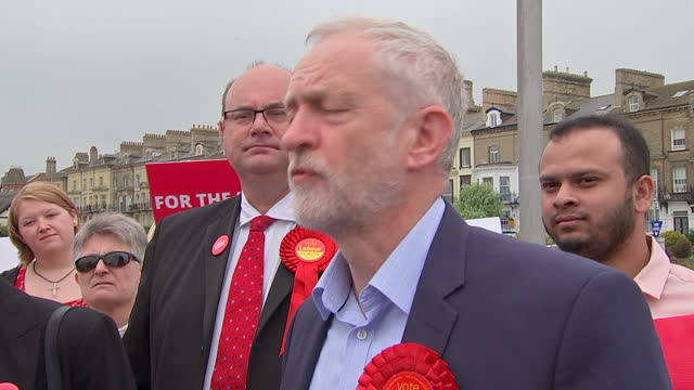 exterior shots jeremy corbyn, leader of the labour party 'disgusted' by nhs hacking in lowestoft, england on 13th may 2017. - ローストフト点の映像素材/bロール