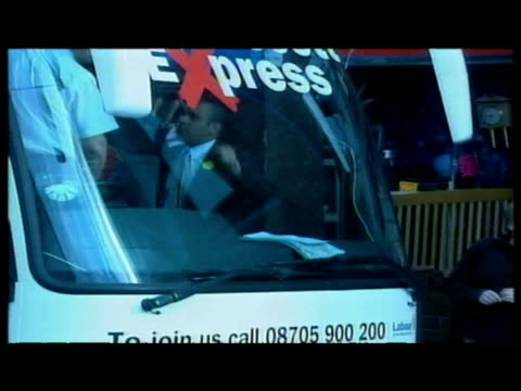 exterior shots john prescott emerges from bus during election campaign general views small group of protesters gathered at side of street prescott... - ジョン プレスコット点の映像素材/bロール