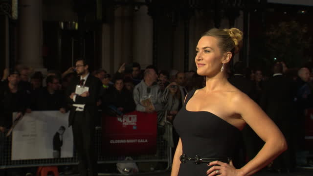stockvideo's en b-roll-footage met exterior shots kate winslet, actress on red carpet at london premiere of 'steve jobs'. . on october 18, 2015 in london, england. - mp3 speler