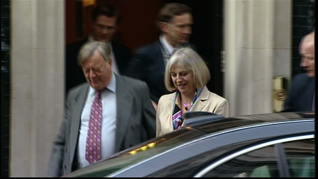 exterior shots kenneth clarke theresa may leave downing street and depart in carsken clarke says he regrets attacking home secretary theresa may for... - kenneth clarke stock-videos und b-roll-filmmaterial