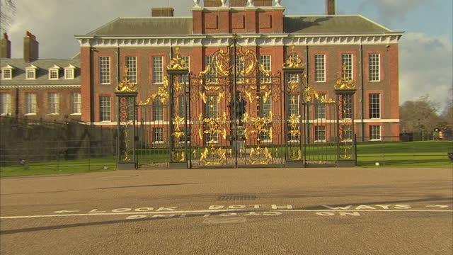 exterior shots kensington palace exterior shots gates to kensington palace on february 24 2015 in london england - kensington palace video stock e b–roll