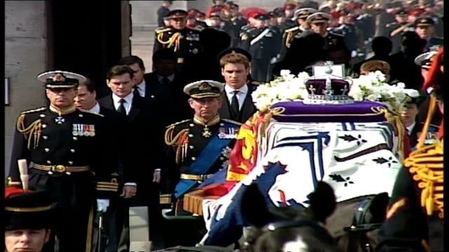 exterior shots king's troop lead horses pulling gun carriage containing coffin of queen elizabeth the queen mother through arch at horse guard's... - funeral stock videos & royalty-free footage