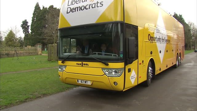 exterior shots liberal democrats yellow election bus on march 29 2015 in abingdon united kingdom - ニック クレッグ点の映像素材/bロール