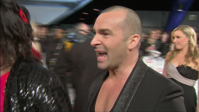 vídeos y material grabado en eventos de stock de exterior shots louie spence on red carpet then chatting to alison hammond from this morning national television awards red carpet at o2 arena on... - alison hammond
