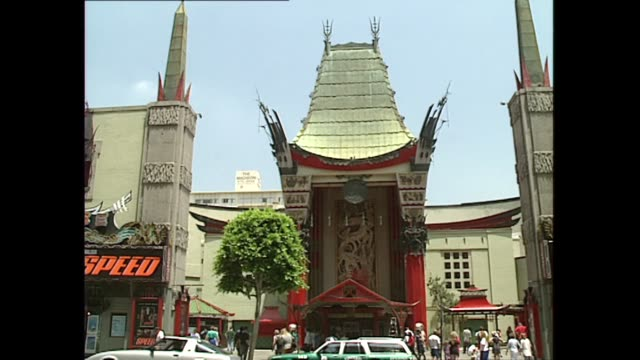 vidéos et rushes de exterior shots manns chinese theatre showing speed film on 16 june 1994 in los angeles usa - hollywood boulevard