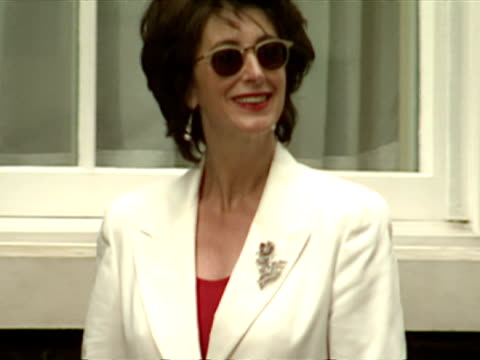 exterior shots maureen lipman and jack rosethal arrive cool britannia arrivals at 10 downing street at downing street on july 30 1997 in london... - maureen lipman stock videos and b-roll footage