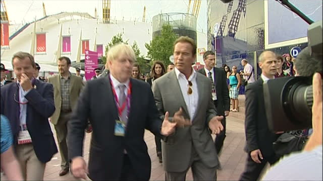 exterior shots mayor for london boris johnson arnold schwarzenegger walk through the olympic park area of greenwich after having watched an olympic... - 2012年ロンドン夏季オリンピック点の映像素材/bロール
