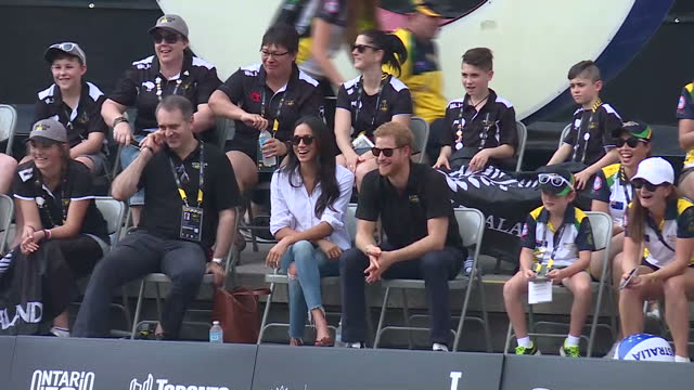 exterior shots meghan markle and hrh prince harry attend wheelchair tennis on day 3 of the invictus games toronto 2017 on september 25, 2017 in... - 2017 stock-videos und b-roll-filmmaterial