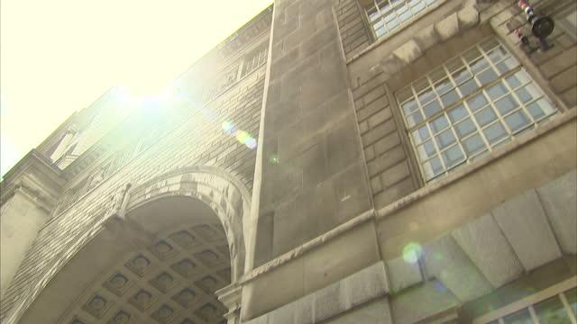 exterior shots mi5 headquarters thames house mi5 hq stockshots on may 25 2013 in london england - イギリス情報局保安部点の映像素材/bロール