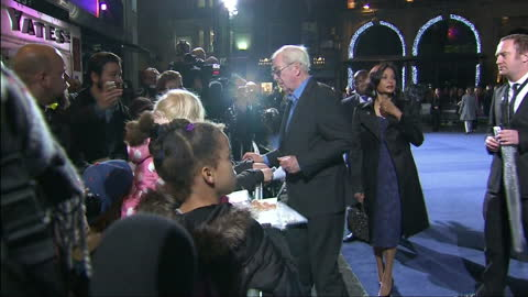 exterior shots michael caine signing autographs and posing for fan photos on red carpet - 親筆簽名 個影片檔及 b 捲影像