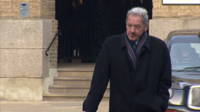 exterior shots milan mandaric arrives at southwark crown court to give evidence at harry redknapp tax evasion trial milan mandaric arrives at court... - サウスワーク刑事法院点の映像素材/bロール