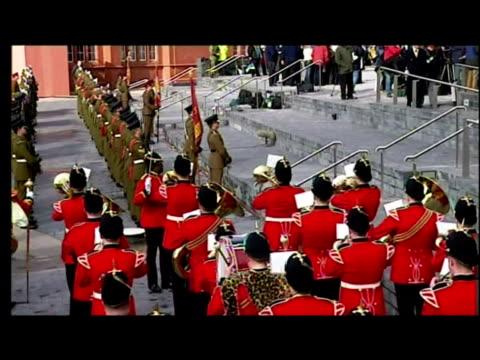 vidéos et rushes de exterior shots military procession charles prince of wales arrive with camilla duchess of cornwall interior shots queen elizabeth ii prince philip... - débat