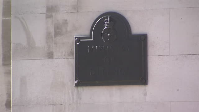 stockvideo's en b-roll-footage met exterior shots ministry of defence head office in whitehall on july 14 2014 in london england - ministerie van defensie