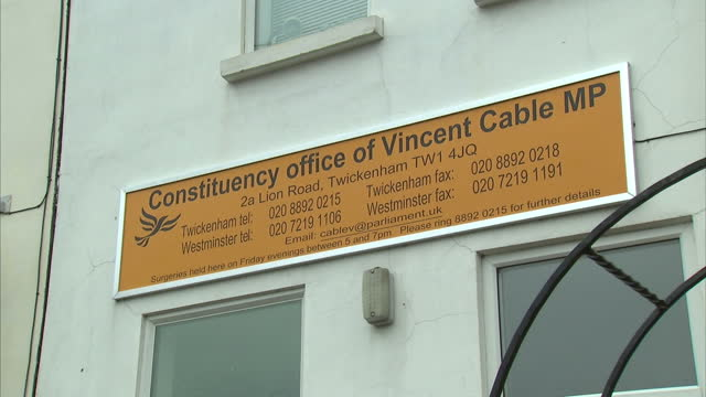 exterior shots mp vince cable's constituency office in twickenham the business secretary has apologised after confidential documents were discovered... - collegio elettorale video stock e b–roll