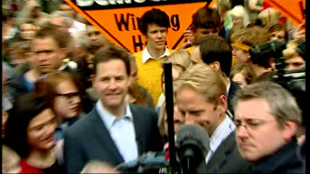 exterior shots nick clegg and wife miriam surrounded with supporters whilst campaigning in glastonbury - ニック クレッグ点の映像素材/bロール