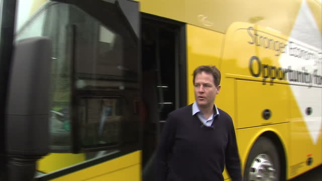 exterior shots nick clegg liberal democrat leader arriving to launch lib dem election campaign in yellow election bus nick clegg gets off bus and... - ニック クレッグ点の映像素材/bロール