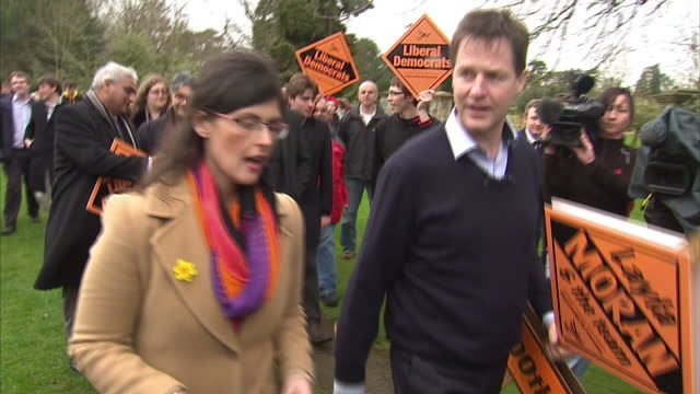 exterior shots nick clegg liberal democrat leader heads off to hammer in the 300th lib dem stake board with layla moran lib dem election candidate on... - ニック クレッグ点の映像素材/bロール