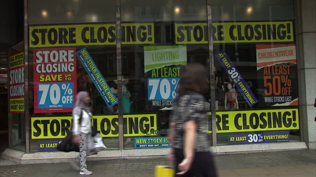 exterior shots of a bhs store on oxford street with 'store closing' signs in windows and shoppers passing on july 25 2016 in london england - recession stock videos & royalty-free footage