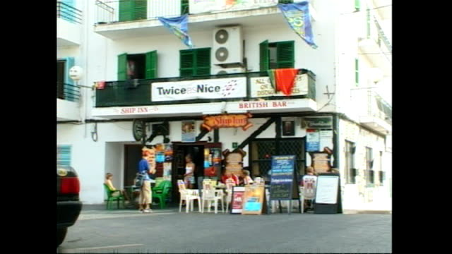 exterior shots of a 'british bar' and bora bora beach club in san antonio on 30 june 2001 in ibiza, spain - stillahavsöarna bildbanksvideor och videomaterial från bakom kulisserna