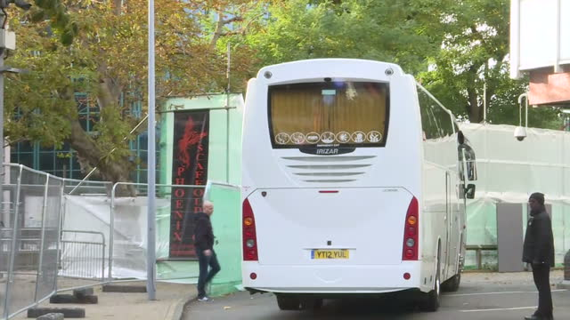 exterior shots of a bus carrying migrants arriving at lunar house, the uk visa and immigration centre on october 23, 2016 in croydon, england. - ロンドン クロイドン点の映像素材/bロール