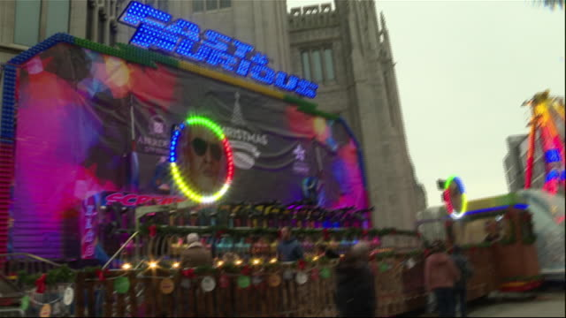 vidéos et rushes de exterior shots of a christmas market with fun fair rides and a bar selling mulled wine on 7 december 2019 in aberdeen scotland - îles hébrides
