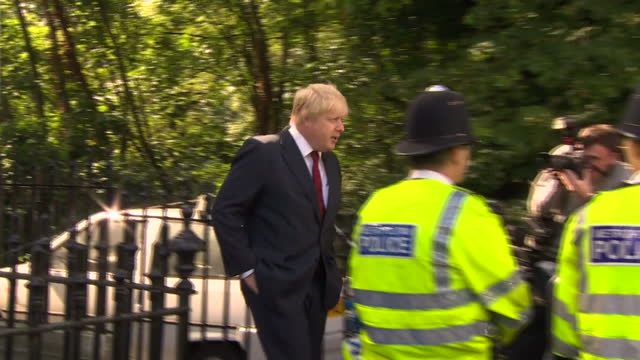 exterior shots of a crowd of people booing and swearing boris johnson as he leaves his home after the eu referendum result on june 24 2016 in london... - obscene gesture stock videos and b-roll footage