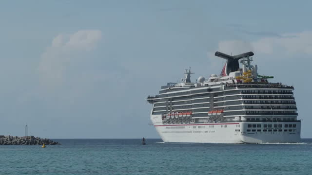 vidéos et rushes de exterior shots of a cruise liner sailing out of nassau as hurricane irma approaches the bahamas and a small number of tourists and local people on a... - bahamas
