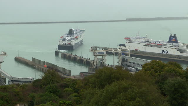 exterior shots of a dfds ferry manouevring in to dock at the port of dover on october 27 2017 in dover england - dover kent stock-videos und b-roll-filmmaterial