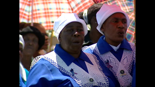 exterior shots of a funeral service taking place in a soweto cemetery on january 30, 2004 in soweto, south africa. - retrovirus video stock e b–roll
