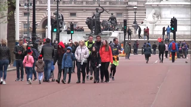 exterior shots of a group of runners walking down the mall after finishing the london marathon in 'finish for matt' tshirts in memory of masterchef... - masterchef stock videos & royalty-free footage