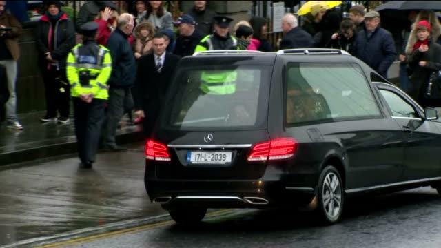 exterior shots of a hearse carrying the coffin of cranberries singer dolores o'riordan arriving at church and pallbearers carrying the coffin into... - hearse stock videos & royalty-free footage