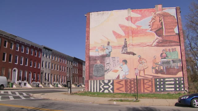 vidéos et rushes de exterior shots of a mural on the side of a building on 26 november 2019 in baltimore, maryland, usa - maryland état