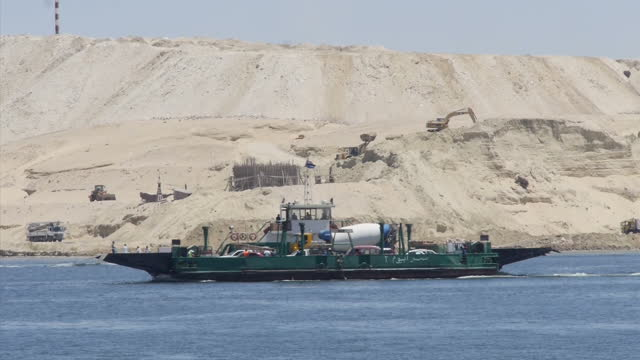 vidéos et rushes de exterior shots of a new dock area on the suez canal with 'welcome to egypt' and 'welcome to safe egypt and its secure canal' signs and general... - port saïd
